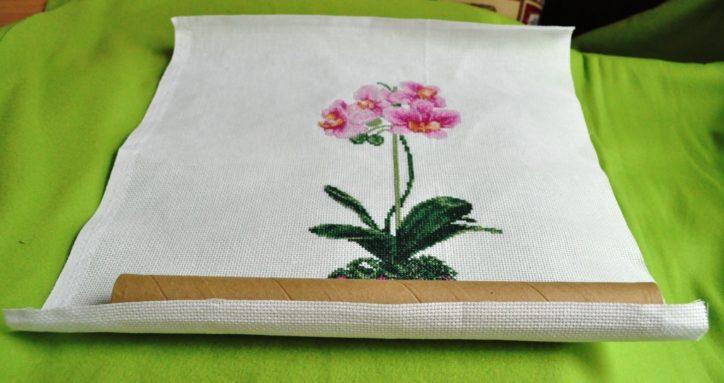 Результаты вышивания удобнее всего хранить в рулонах